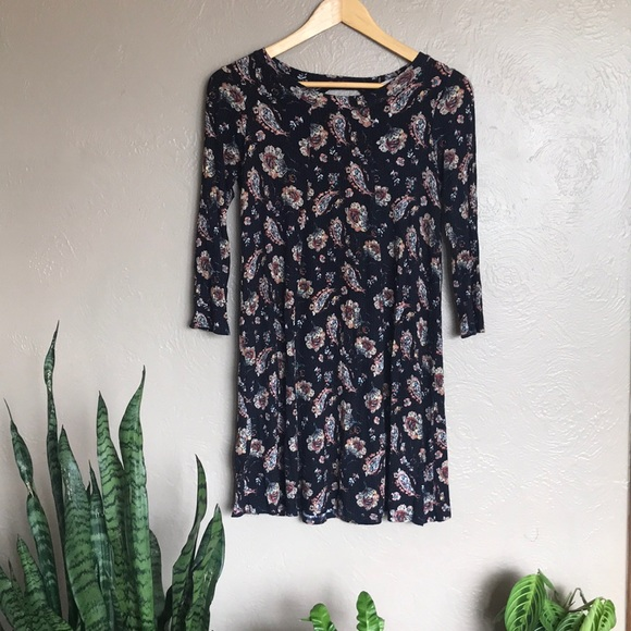 Lush Dresses & Skirts - Lush keyhole flower/paisley short dress